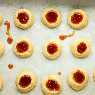 Salted Caramel Thumbprint Cookies – Shortbread Cookie.