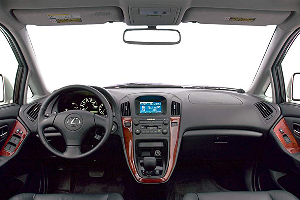 cabin-of-the-2003-lexus-RX300