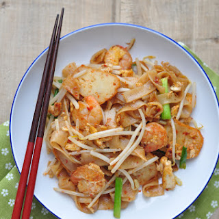 Char Kway Teow/炒粿條/Fried Flat Rice Noodles.