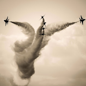 USAF Thunderbirds by Craig Curlee - Transportation Airplanes ( thunderbird's, f-16, silhouette, usa, airshow )