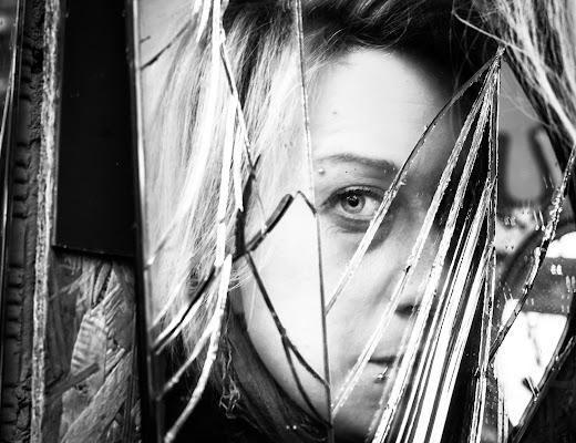 Broken Mirror di Veronica Lunati
