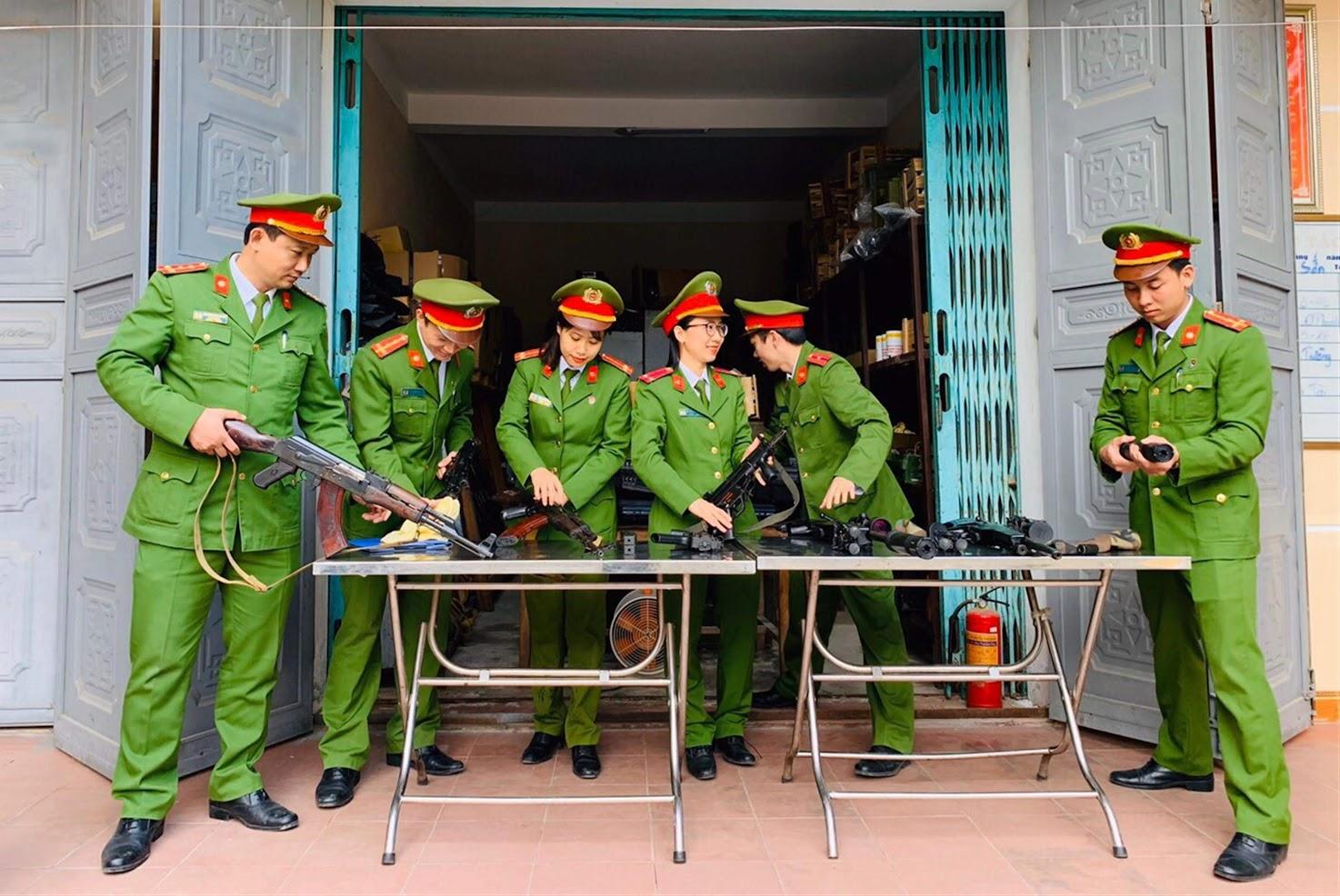 CBCS Đội Chính trị - Hậu cần quản lý tốt vũ khí, đạn dược,                                       sẵn sàng đáp ứng nhiệm vụ trong mọi tình huống