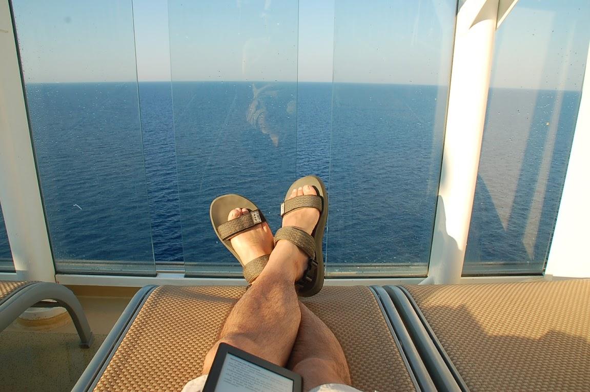 海と本とサンダル
