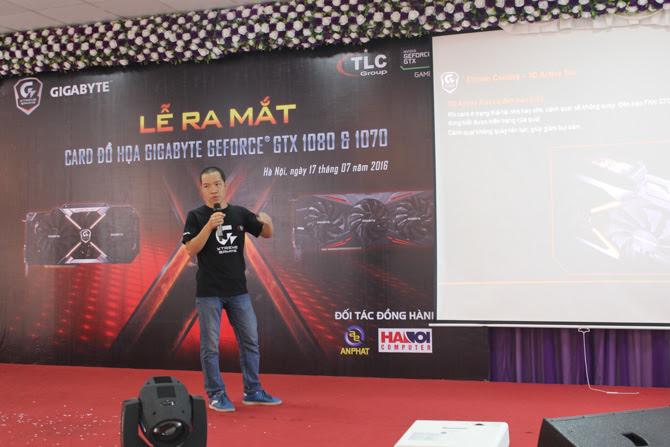 Đại diện của công ty TMQT Thủy Linh chia sẻ về các tính năng trên dòng sản phẩm mới