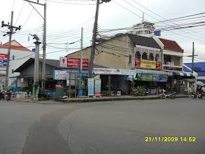 Photo: Hier rechts führt  die Krabi Road aus der Stadt Krabi raus.