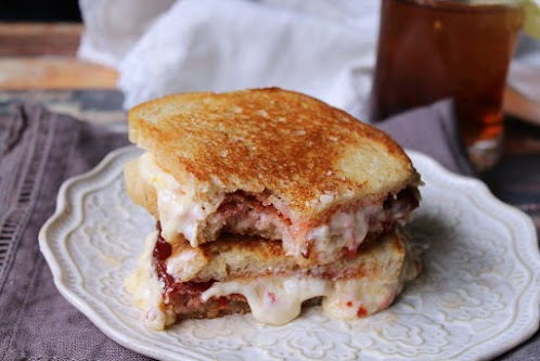 Grilled Smoked Gouda Pimento Cheese Sandwich