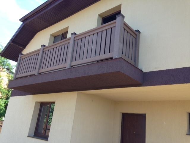 Balustrade WPC Bencomp utilizate la amenajarea balconului