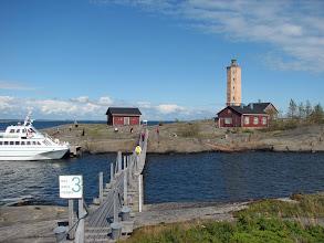 Photo: Majakka- ja luotsisaaren yhdistävä silta - huomaa Pirkko sillalla (keltainen reppu) :-)