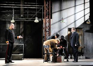 Photo: WIEN/ Theater in der Josefstadt: DIE SCHÜSSE VON SARAJEVO von Milan Dor und Stephan Lack. Premiere 3. April 2014. Inszenierung; Herbert Föttinger. Toni Slama, Erwin Steinhauer. Foto; Barbara Zeininger