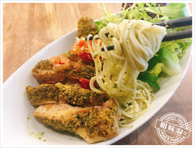 迪波波藝食館青醬雞肉麵線