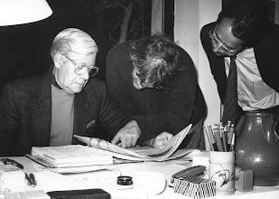Photo: El ex canciller de Alemania, Helmut Schmidt, el pianista germano, Justus Frank, y Amado Moreno, durante una velada en la casa que el músico citado conserva en Monte León (San Bartolomé de Tirajana).