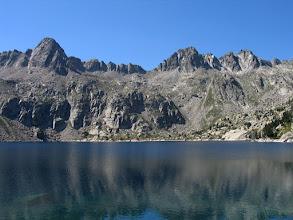 Photo: Peguera:  estany Negre de Peguera i cresta de l'Avió