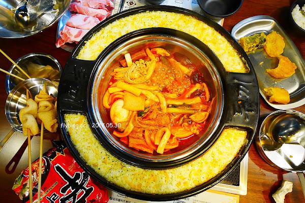 兩餐두끼韓國年糕火鍋吃到飽-中友店