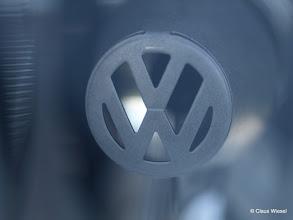 Photo: Wo findet man dieses VW Zeichen in meinem Polo?Im Scheinwerfer!