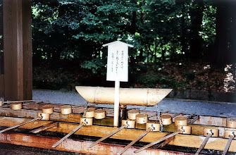 Photo: Tokio - zbiornik do obmycia rąk przed świątynią / Tokyo - reservoir for hands washing in front of the temple