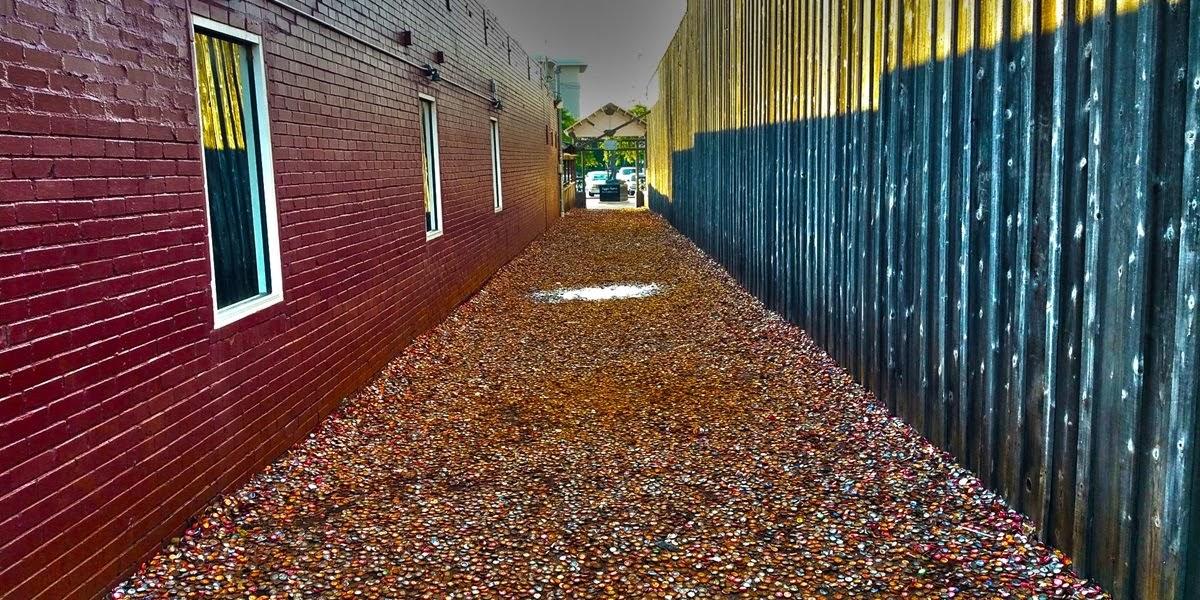 Bottle Cap Alley, o beco das tampinhas de garrafas