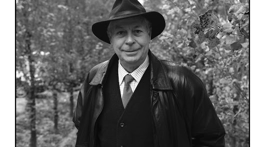 """Antonio Carvajal: """"La poesía es un estímulo para convivir hacia un futuro mejor"""""""