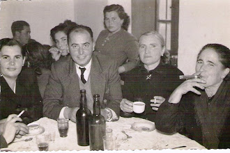 """Photo: Detrás Ernesto, Marivi y Toña (Ramona), delante Tina Alonso, Pepe """"Quijano"""", Mancia y ......"""