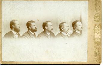 Photo: Mijn overgrootvader Cornelius Dasse (Keppel) Hesselink (midden) met zijn broers. Hun gegevens vlnr: - Herman Gijsbert (1859-1914), die directeur zendingsdrukkerij te Ermelo, redacteur van de Nederlandsche Zendingsbode en na 1913 Waals predikant was. - Hendrik (1857-1899), ambtenaar (jurist) in Ned.-Indië, die in 1880 mede-auteur was van het boek 'De troonopvolging in Nederland'. - Cornelius Dasse (1852-1917), groothandelaar in Spaanse en Portugese wijnen en gehuwd met Egberta Engberts, van wie hij in 1902 is gescheiden. Later hertrouwd. - Jan Fresemann (1851-1929), wijnhandelaar te Arnhem. - Willem Frederik (1846-1927), compagnon van Cornelius Dasse in de wijngroothandel, vice-consul van Spanje, gemeenteraadslid van Arnhem, amateur genealoog en in 1892 auteur van het boekje Genealogie familie Hesselink. Hij was getrouwd met Hendrika Johanna Engberts.