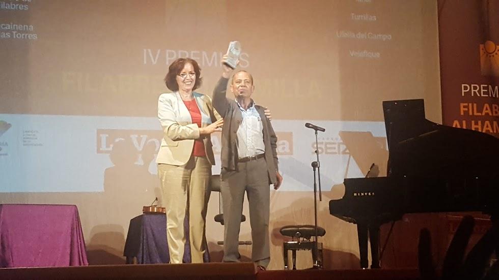 Francisco Martínez Sola, alcalde de Castro de Filabres, recibe el premio de la categoría de Gente.