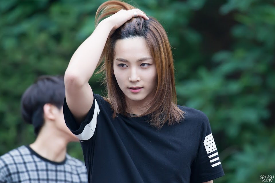 Androgynous K-Celebs Jeonghan - 01