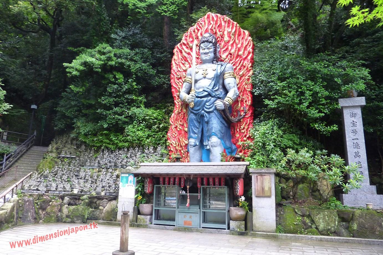 P1060870 Demonio en el recinto del Nanzoin Daibutsu (Fukuoka) 15-07-2010