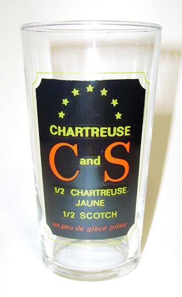 Photo: Dans la série des verres arborant une recette de cocktail : le C and S, Chartreuse (Jaune) plus Scotch.