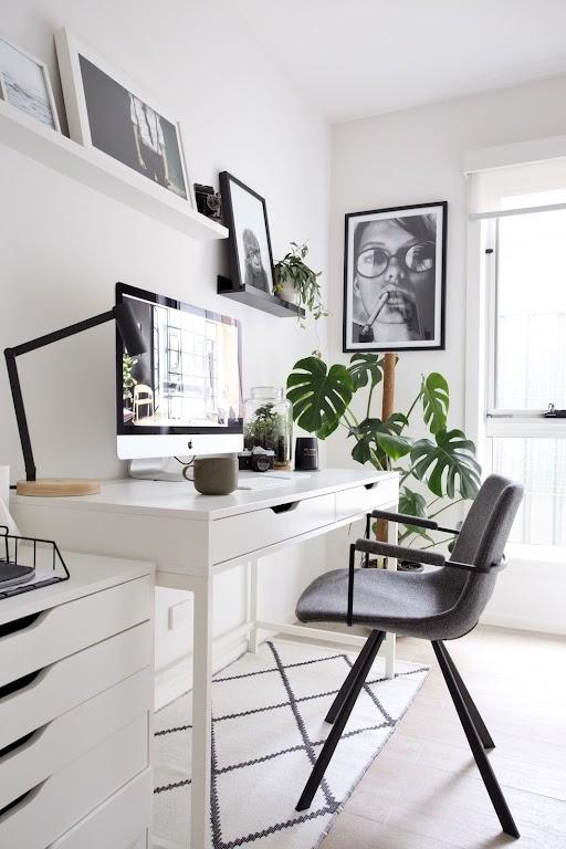 Stylowa dekoracja w biurze może zapewnić przyjemny nastrój