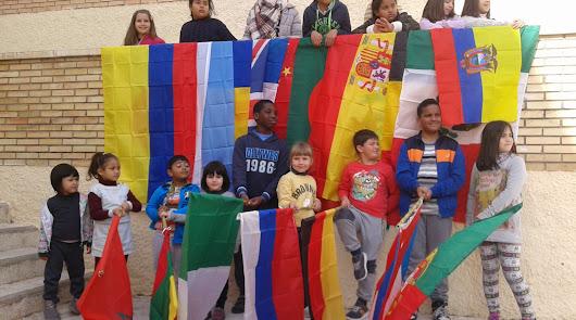 Banderas unidas. El colegio Los Millares realiza hoy una cadena humana por la paz