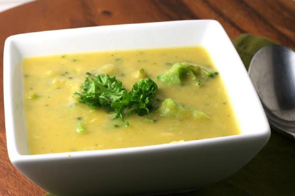 Sopa de Brócolis e Queijo