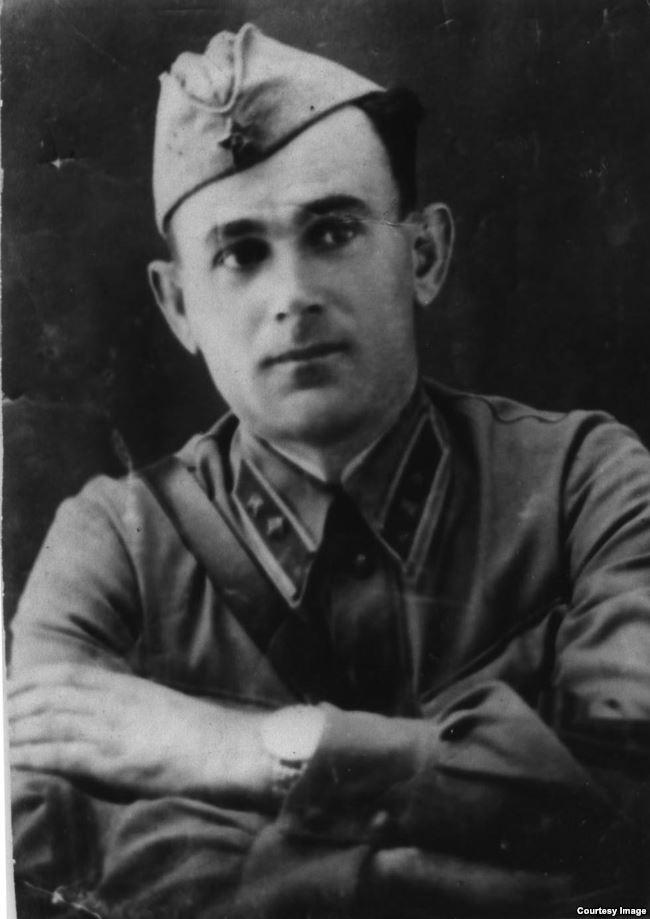 Иззет Перия, дядя Зеры, примерно 1941 год