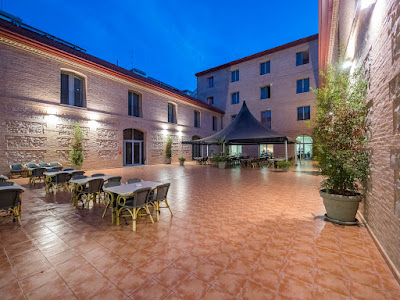 THE HOTEL - Courtyard