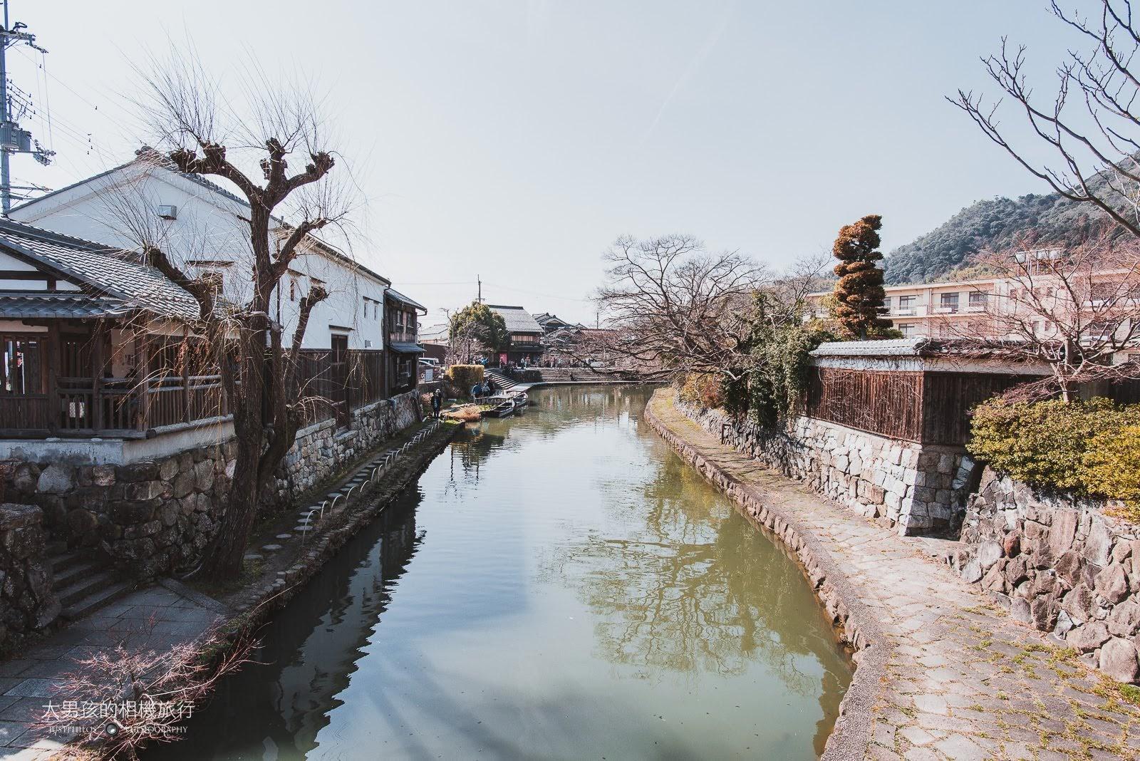 走上木橋還可以用高角度的方式看八幡堀,就算沒有櫻花還是相當美。