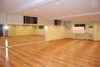 Photo: 多目的ホール ダンスに最適の鏡張りのホールです。