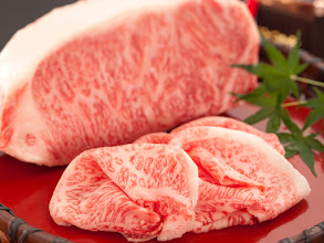 Photo: 年に数回行われる近江牛の大会で優等1席(通称チャンピオン牛)に選ばれた近江牛を1頭まるごと購入。そのチャンピオン牛を使った「ステーキ」「しゃぶしゃぶ」「しぐれ煮」など他では決して味わえない近江牛チャンピオン牛会席(全11品)