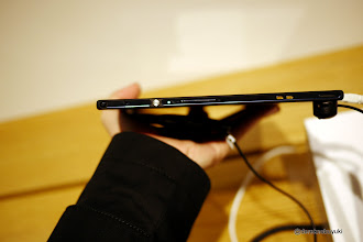 Photo: Xperia Z / Xperia Tablet Z Event: Xperia Tablet Z - side view, you can see how thin it is plus the antenna, slot, power button, charging contacts, and speaker