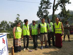 Photo: Voluntarios de la Fundació Casa del Tibet con nuestra representante Ringzing Dolma en la aldea de Khalte, distrito de Dhading.