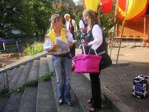 Photo: Links, unsere Formationsbetreuerin am Sonntag