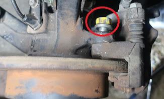 ブレーキキャリパーの固定ボルト