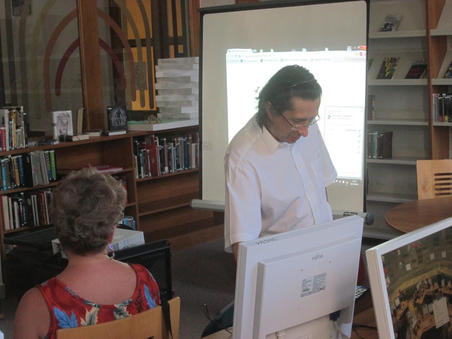 Ujlaki Csaba előadása közben