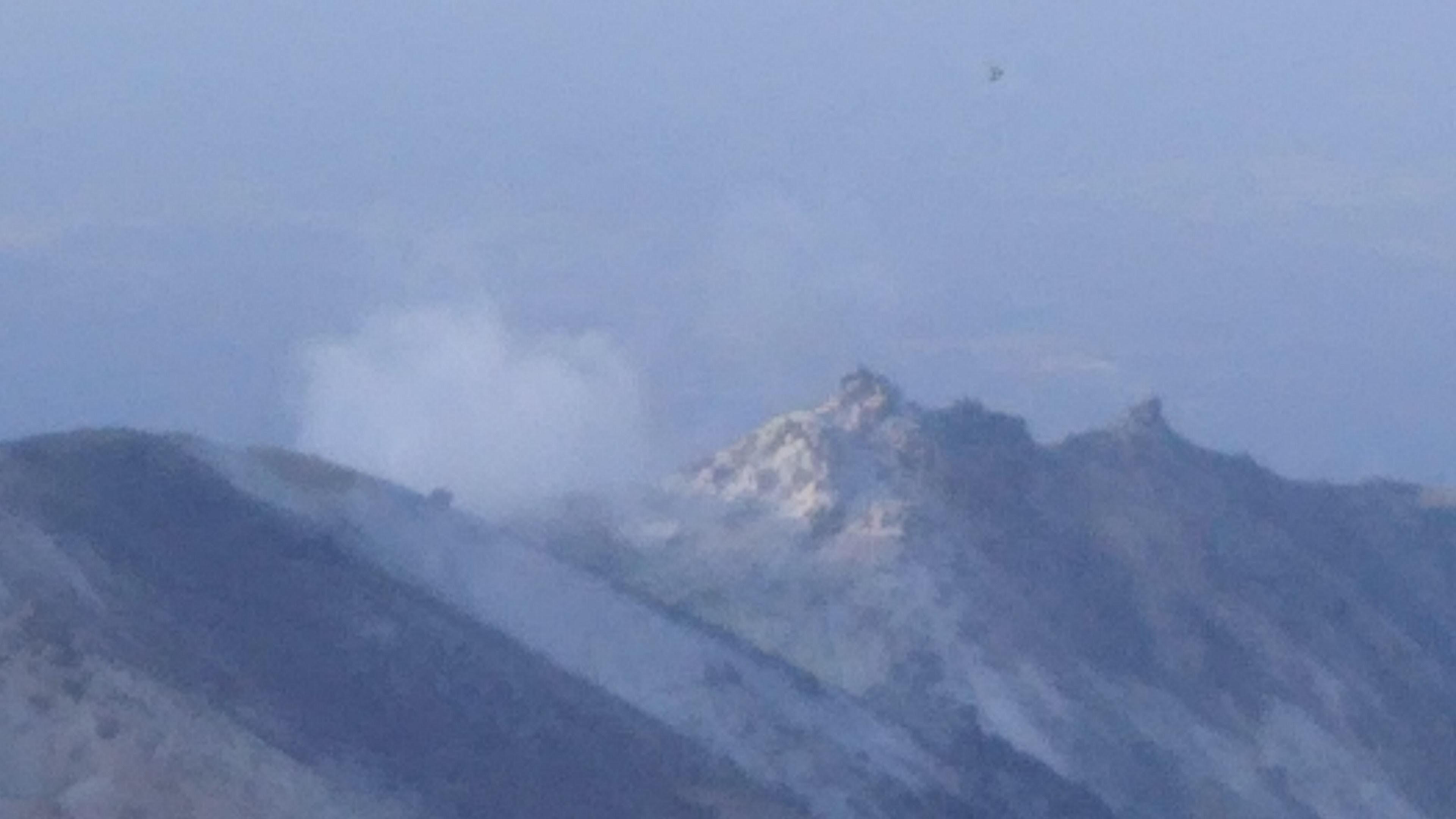 噴気を上げる硫黄岳