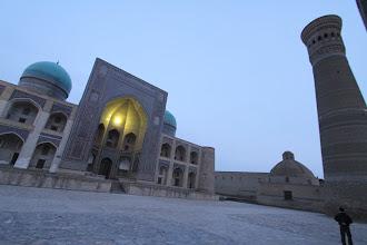 Photo: Mir-i Arab Madrassah & Minâra-i Kalân