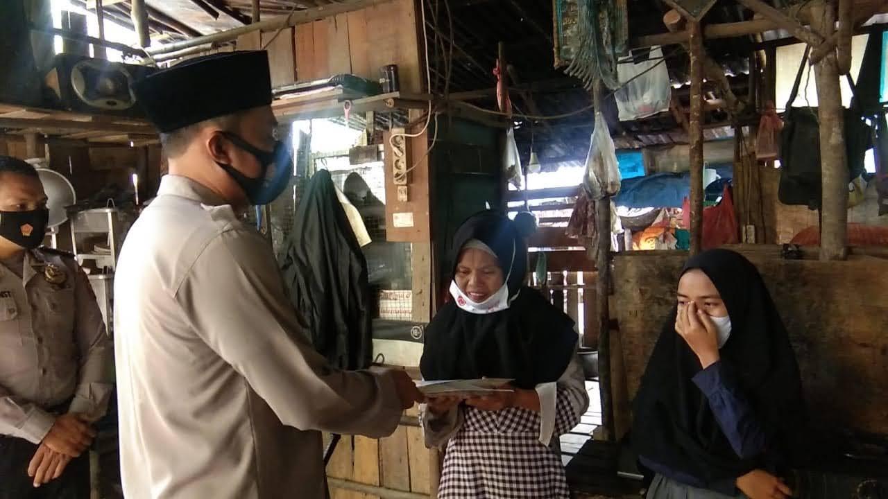 Kapolres Madina Sambangi Dan Berikan Tali Asih Keluarga Gadis Cilik Penjual Kacang Rebus Di Desa Tebing Tinggi