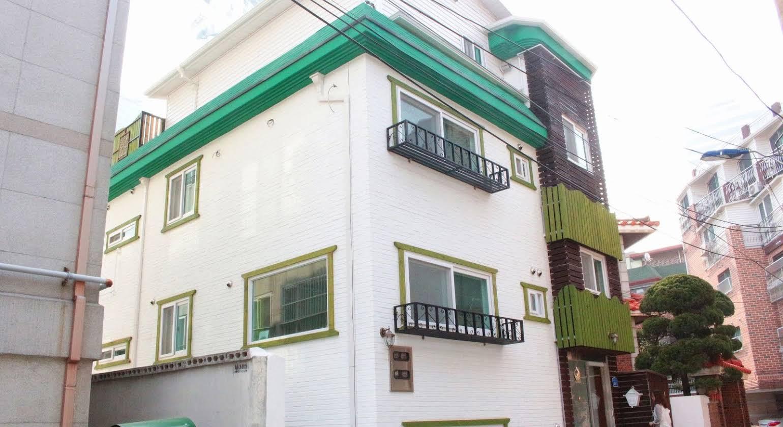 Four Seasons House