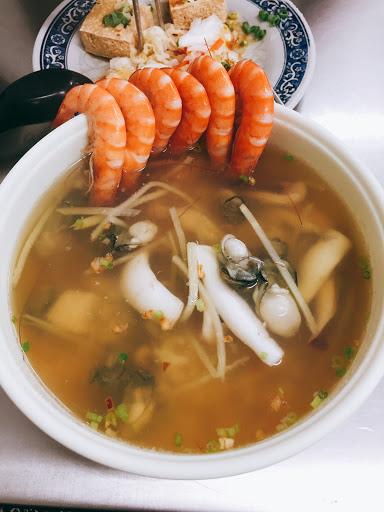 蝦子多、海鮮蠻新鮮的! 臭豆腐覺得普通!