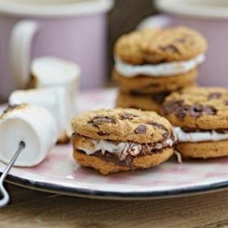 Cookie-Sandwich mit Marshmallow