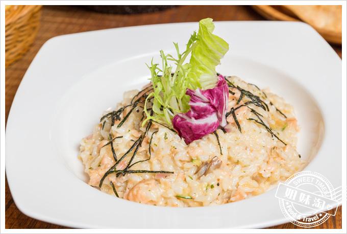 莎露烘焙餐廳智利鮭魚奶油白醬義大利麵