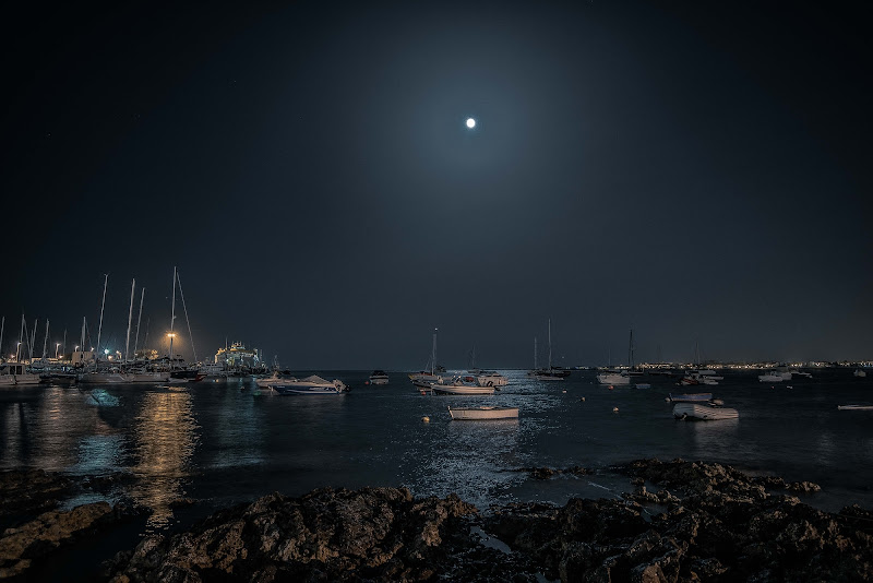 Harbour at Night di Andrea Frigo