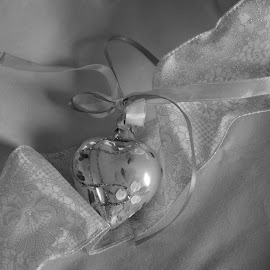 Heart Ornament by Rhonda Kay - Public Holidays Christmas