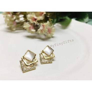 ▫️閃石方塊組合耳環✨HK$68 幾何方塊組成嘅閃石😉✨ 簡單而隆重👍🏻適合襯斯文高貴造型😊💕
